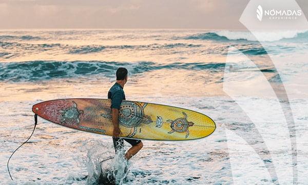Surfear en la playa Bondi